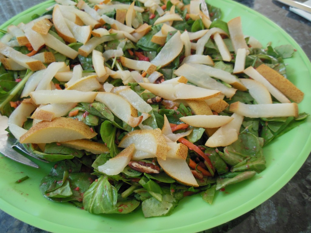 Paleo pear and walnut salad
